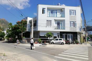 Cho thuê nhà góc ngã 4 Nguyễn Bặc và Thân Nhân Trung tại Hòn Xện, Vĩnh Hòa, Nha Trang. 0917.941.965