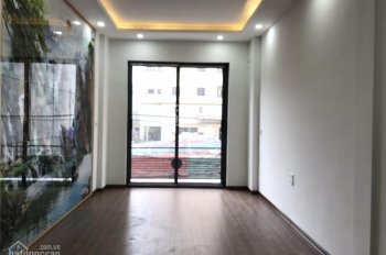 Bán nhà 5 tầng phân lô phố Hoàng Đạo Thành, Kim Giang, Quận Thanh Xuân. DT: 43m2, gara ô tô vào