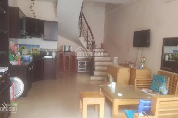 Cho thuê nhà ngõ 75 phố Vĩnh Phúc, Ba Đình, HN  DT 40m2 x 3 tầng, 1 tum sân phơi mái tôn