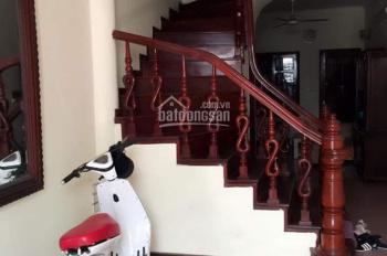 Cho thuê nhà riêng ngõ 183 Đặng Tiến Đông, diện tích 45m2 x 4 tầng, mỗi tầng 2 phòng, giá 13 tr/th