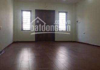 Chủ nhà phát khóc vì quá tiếc khi bán đi nhà của mình 32m2, giá chỉ 2.9 tỷ phố Trương Định
