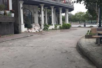 Cần bán cửa hàng cafe đang kinh doanh tốt mặt phố Nguyễn Du, đường ven hồ chùa Bầu. LH 0972015918