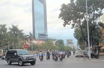 Cho thuê kiot 2 mặt tiền đường Hùng Vương, trung tâm TP Huế