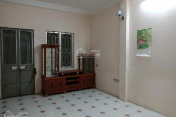 Bán căn hộ tập thể 30m2, 121 Trần Cung