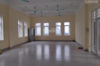 Cho thuê nhà riêng tầng 3 ngõ 109 phố Quan Nhân thích hợp làm văn phòng 50m2 thông sàn