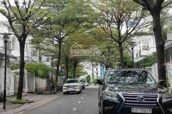 Bán biệt thự đường Lam Sơn, Phú Nhuận, DT: 10m x 30m, 3 lầu, áp mái, 6PN. Giá: 20 tỷ