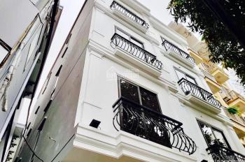 Bán nhà mới 5 tầng x 52m2 tại phố Nguyễn Văn Cừ đường trước nhà 5m ô tô vào nhà, giá chỉ 5,25 tỷ
