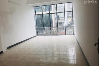 Cho thuê nhà mặt phố Hòa Mã, vị trí đẹp nhất phố. Diện tích 105m2 x 6 tầng, MT 5m, có thang máy