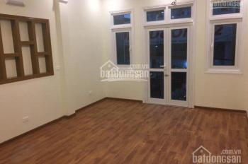 Nhà mới xây phố Đội Cấn 50m2 x 5 tầng, giá 20 tr/th, sẵn điều hòa, sàn gỗ thông sàn. LH: 0903215466