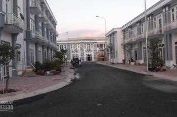 Cần bán gấp 1 căn nhà siêu đẹp 1 trệt 1 lầu ngay chợ đêm Hòa Lân, Thuận An, 110m2, giá: 1.7 tỷ