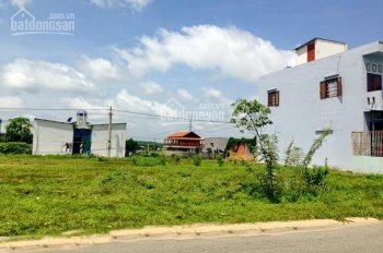 Vợ chồng tôi có lô đất 450m2 tách thành 4 sổ đất ngay KCN, gần chợ, dân đông, giá chỉ 215tr/112m2