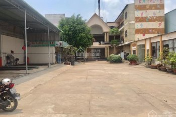 Cho thuê gấp nhà 240m2 gồm 49 phòng trọ và 3 căn mặt bằng MT Quốc lộ 13, Thuận An, Bình Dương