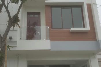 Bán nhà mặt phố Lý Bôn hoặc cho thuê dài hạn, diện tích: 67,5m2. Liên hệ chính chủ : 0969886575