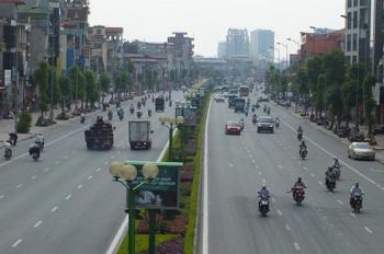 Cho thuê mặt phố Nguyễn Văn Cừ 180m2, MT 10m vỉa hè rộng lô góc KD cực đẹp, LH 0961962699