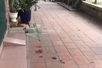 Cần bán nhà phố Nguyễn Phong Sắc, mặt tiền rộng, vuông vắn, thoáng mát, khu dân trí cao, sổ CC
