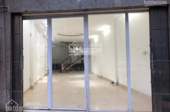 Cho thuê cửa hàng riêng biệt MP Chân Cầm, DT 23m2, MT 2.8m, giá 15tr/th. LH Ngọc Hiếu 0974739378