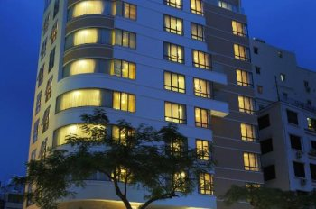 Bán khách sạn mặt tiền Lê Thánh Tôn, P. Bến Nghé Quận 1. DT 4.5x21m, H - 9 lầu, HĐ 300 triệu/tháng