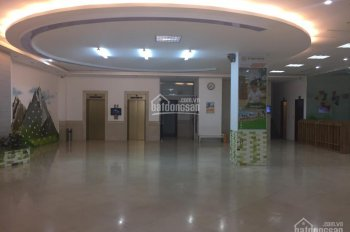Cho thuê nhà mặt phố Hòa Mã gần ngã tư rất đẹp: 180m2 x 2 tầng, thông sàn, mặt tiền 14m. 0906216061