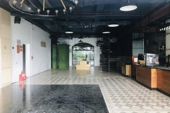 Cho thuê nhà mặt phố Hòa Mã, diện tích 170m2 x 2 tầng, mặt tiền 12m, nhà thông sàn