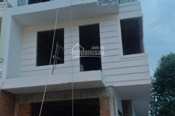 Kẹt tiền cần bán nhà đất gần ngã tư Tô Ký giao Nguyễn Ảnh Thủ 7*24m, giá 4 tỷ