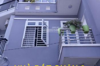 Bán nhà 2 lầu, giá 4,6 tỷ, đường Lê Văn Thịnh rẽ vào, quận 2. LH: 0902126677