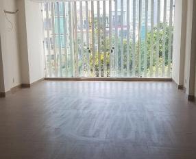 Cho thuê tòa nhà MT đường Phú Thuận, có có thang máy, DT 5x24m, DT sàn 650m2, trệt lửng 4 lầu