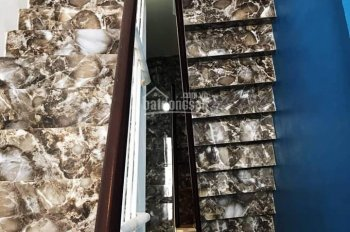 61 Nguyễn Khiết, 3 phút đến Hồ Gươm, 34m2, 5 tầng, giá: 3.3 tỷ, ô tô đỗ sát nhà