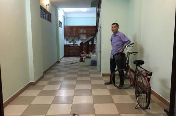 Cần bán nhà lô góc 2 mặt thoáng ngõ 236 Khương Đình, Thanh Xuân, 42m2 x 4 tầng. LH: 0983406965