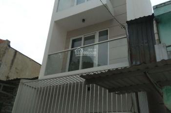 Cần cho thuê gấp nhà mới xây 2 lầu và sân thượng