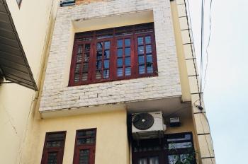 Cho thuê nhà Trần Hữu Trang, p11, Phú Nhuận, nở hậu 5m. Giá rẻ 13tr/ tháng. LHCC: 0902256360