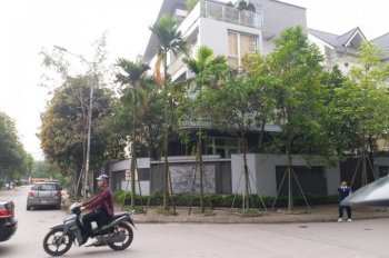 MBKD cổng công viên Cầu Giấy - Hà Nội. DT 220m², 2MT, VH 3m có vườn làm cafe, nhà hàng