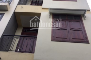 Cho thuê nhà trong ngõ gấp ở Trần Quốc Hoàn, Cầu Giấy, Hà Nội.DT 40m2, 5 tầng, MT 4m. Giá 13tr/th