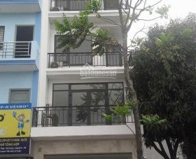 Cho thuê nhà 3 tầng phố Ngọc Lâm, gần ga xe lửa Gia Lâm, đường 10m, 16tr/th. LH: 0974002996