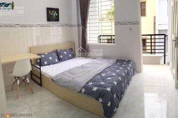 Phòng đầy đủ nội thất, bếp riêng, cửa sổ lớn thoáng và đón sáng tự nhiên Thăng Long, Tân Bình