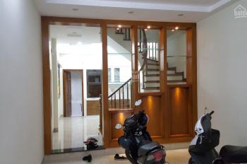 Cho thuê nhà mặt ngõ Đội Cấn, DT: 80m2 x 4 tầng, 2 mặt tiền, giá: 26tr/th. LH: 0339529298