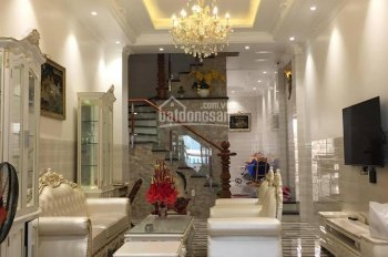 Nhà 1 trệt 2 lầu thiết kế theo phong cách Châu Âu, full nội thất cao cấp. LH: 0907125517 Tuấn