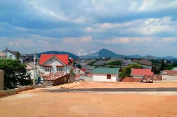 Bán 2 lô đất hẻm oto đường Vạn Hạnh, TP Đà Lạt, 23,5 triệu/m2. LH: 0908 74 84 95