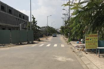 Bán gấp nhà cấp 4 đường Phạm Hùng nối dài, DT: 3,5m x 9m, xe hơi vào tới trước nhà, giá 1 tỷ 2 TL