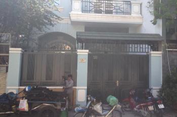 Bán nhà mặt tiền 200 Nguyễn Đình Chính, P15, Phú Nhuận, DT: 9x22m, 3 lầu, giá 32 tỷ. LH: 0902914386