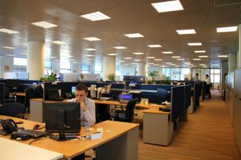 Cho thuê sàn thương mại tầng 2 - số 52 Lĩnh Nam, 560m2 chia nhỏ, có trần, sàn, 120 nghìn/m2/th