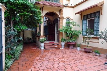 Cho thuê biệt thự 200m2 ở phố Tô Ngọc Vân, Quận Tây Hồ để ở hoặc làm homestay