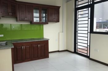 Cho thuê nhà trong ngõ cách mặt phố Phố Huế 20m, gần ngay Vincom: 90m2 x 4 tầng, nhà rất đẹp, MT 5m
