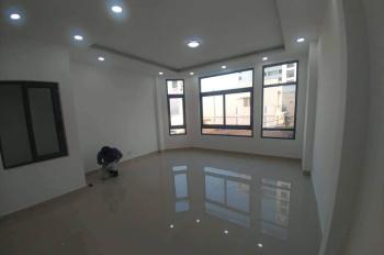 Cho thuê nhà mới xây hẻm 240 Lê Thánh Tôn cách chợ Bến Thành 50m, trung tâm Quận 1