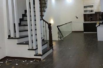 Cho thuê căn nhà liền kề ngõ 26 đường Hoàng Quốc Việt 100m2 x 4 tầng, nhà mới, ngõ rộng