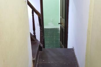Cho thuê nhà riêng 3,5 tầng, 5 phòng, ngõ rộng phố Triệu Việt Vương