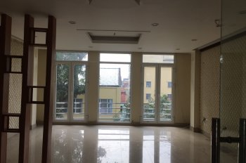 Cần cho thuê nhà MP Nguyễn Hữu Huân nhà cực đẹp, DT 40m2, 2T, MT 4.2m, giá 45tr/th, LH 0974739378