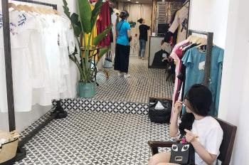 Cho thuê cửa hàng mặt phố Trần Quốc Toản đoạn thời trang, DT 30m2, MT 3m, giá 26tr. LH 0974739378