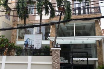 KS sang trọng khu trung tâm Sài Gòn, MT đường Đông Du Q1 cho thuê (DT: 15x18m, 2 hầm, 10 lầu, 43P)