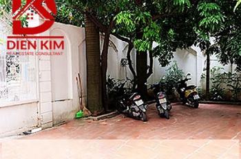 Cho thuê biệt thự mặt tiền đường Trương Công Định quận Tân Bình 10x30m. LH 0702270000