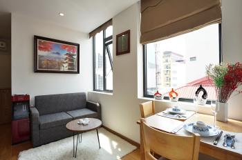 Cho thuê căn hộ dịch vụ 1 PN, nội thất sang trọng, tại phố Linh Lang, giá 19 triệu/tháng